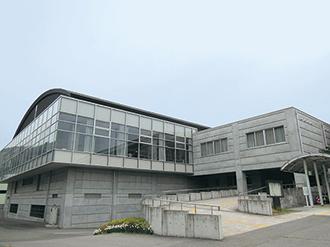 信州新町体育館 41m×35m